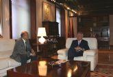 El presidente de la Comunidad, Ramón Luis Valcárcel, recibe al alcalde de Cieza, Antonio Tamayo