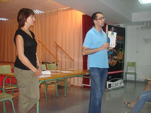 Acto de difusi�n del voluntariado en enfermedades raras en el IES Juan de la Cierva, Foto 2