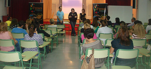 Acto de difusi�n del voluntariado en enfermedades raras en el IES Juan de la Cierva, Foto 3