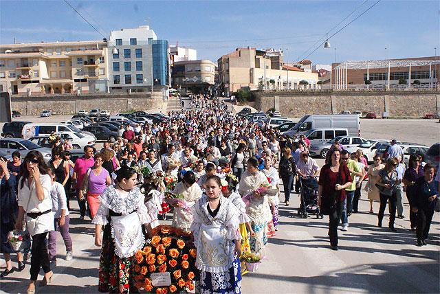 Puerto Lumbreras acoge la tradicional Ofrenda Floral y la Misa Solemne en Honor a Ntra. Sra. Virgen del Rosario - 2, Foto 2