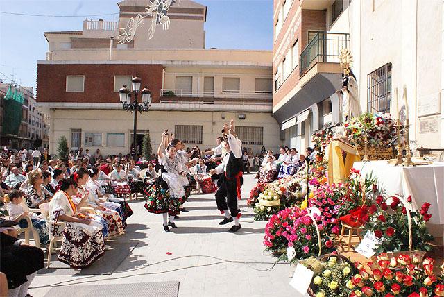 Puerto Lumbreras acoge la tradicional Ofrenda Floral y la Misa Solemne en Honor a Ntra. Sra. Virgen del Rosario - 5, Foto 5