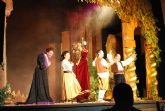"""Niños y niñas de la localidad disfrutaron con el espect�culo infantil """"Hansel y Gretel"""""""