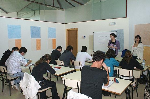 Los alumnos en el Programa de Cualificación Profesional Inicial (PCPI), que se ha puesto en marcha con el objetivo de potenciar su inserción sociolaboral y el desarrollo de las competencias básicas para continuar estudios en las diferentes enseñanza, Foto 1