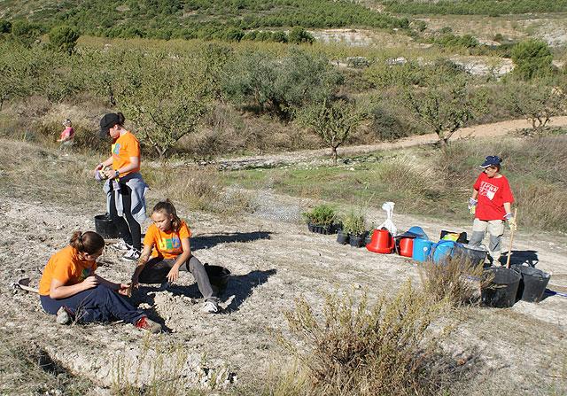 Puerto Lumbreras acoge la II Campaña de Reforestación en el Cabezo la Jara - 1, Foto 1
