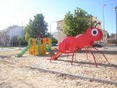 Parques y Jardines dota de nuevos juegos infantiles el parque Jabalina en San Javier