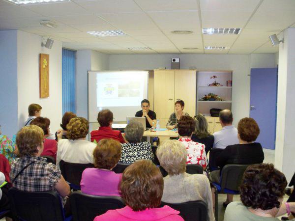 Una charla sobre Alimentación Ecológica inicia el ciclo de las Tardes Culturales del colectivo local MUPA - 1, Foto 1