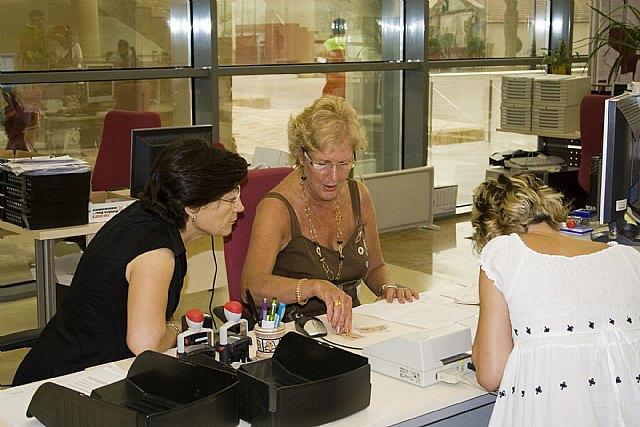El padrón municipal insta a la renovación del registro de residentes extranjeros - 1, Foto 1