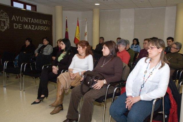 Charla coloquio sobre violencia de género en el centro de día de Mazarrón - 1, Foto 1