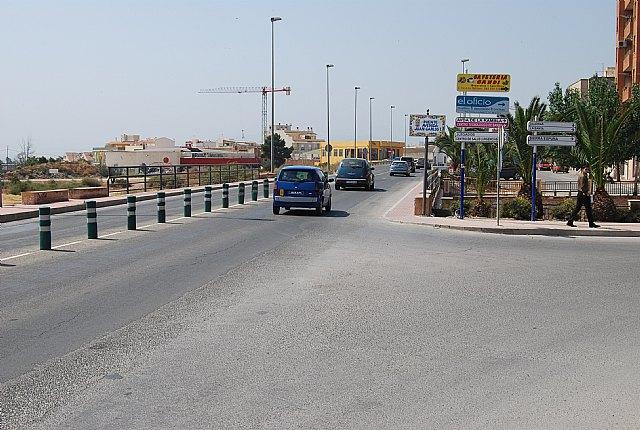Con motivo del desarrollo de las obras de reordenación del tráfico en la N-340 los pasos habituales de peatones han tenido que ser cortados, Foto 1