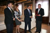 Valcárcel recibe réplica de Medalla de la Región de UCOMUR
