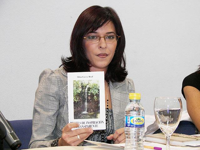 La joven archenera Silvia García Abad presenta su primer libro de poemas - 1, Foto 1
