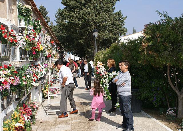Cientos de lumbrerenses acuden al Cementerio San Damián con motivo del Día de Todos los Santos - 1, Foto 1