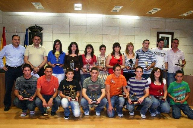 El ayuntamiento de Totana, a trav�s de la concejal�a de Deportes, convoca las becas para los deportistas destacados del municipio, Foto 1