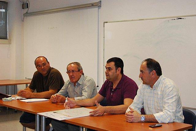 Autoridades municipales asisten a la Asamblea General de la Asociaci�n de Transportistas del Bajo Guadalent�n, Foto 3