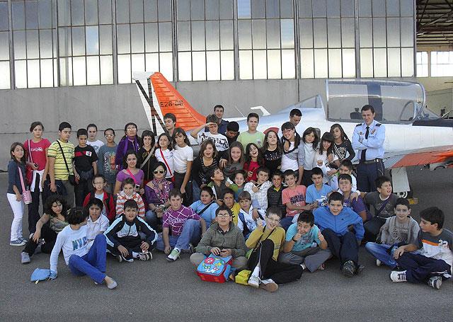 Cerca de 200 escolares de Puerto Lumbreras visitaron la Academia General del Aire de San Javier - 1, Foto 1