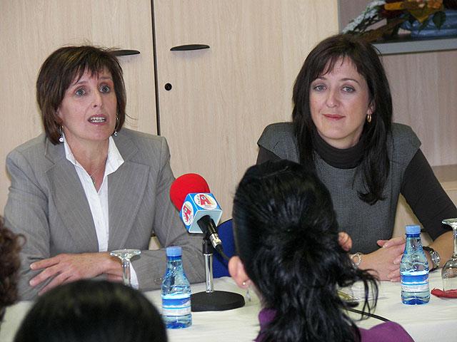 Entregados los diplomas de tres cursos para la formación profesional de mujeres organizados por la Concejalía de Igualdad - 1, Foto 1