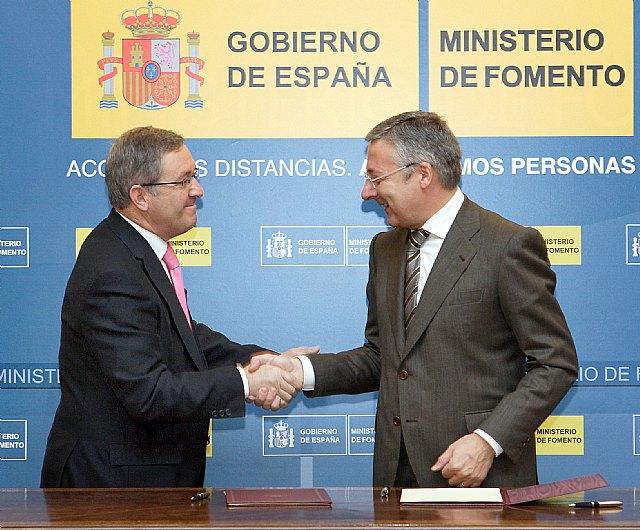 Blanco firma el convenio del 1% Cultural para la rehabilitación del Castillo de Moratalla - 1, Foto 1
