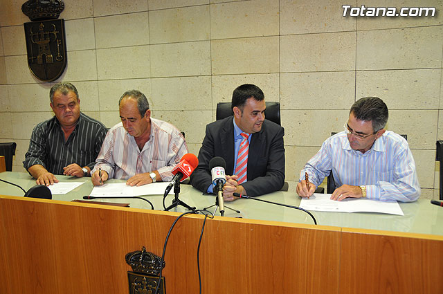 "The City Council signed several agreements with the ADS of Sheep and Goats ""Santa Eulalia"" and the Pig of the ADS and Totana Paretón"