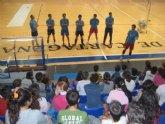Los alumnos del colegio San Antonio Abad toman contacto con el Talasur UPCT Voleibol Cartagena