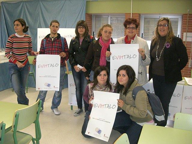 Campaña informativa para estudiantes coincidiendo con el Día Mundial de la Lucha Contra el Sida - 1, Foto 1