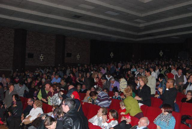 El aforo de la sala de artes escénicas se quedó pequeño para acoger al público que rememoró  y disfrutó con