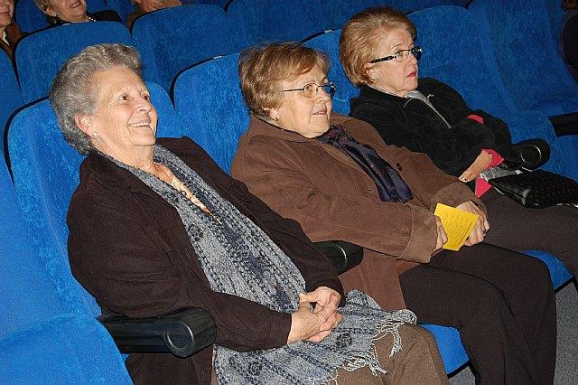 Los mayores disfrutan de una tarde de teatro - 1, Foto 1