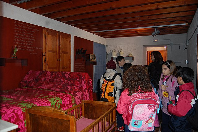 Los alumnos del Colegio Sagrada Familia, de Molina de Segura, visitan la Torre Vieja de El Paraje - 1, Foto 1