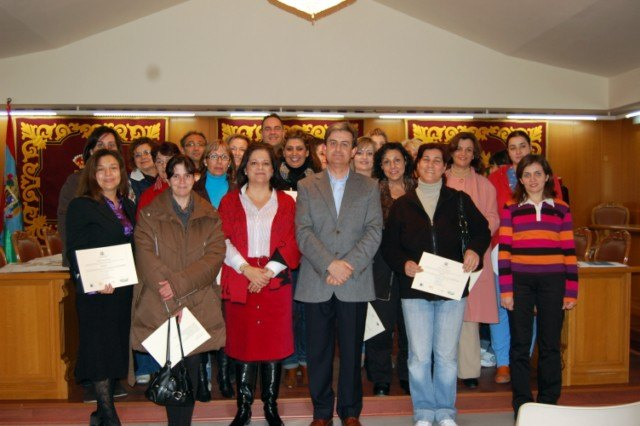 46 alumnos, de tres cursos que se han realizado en Alguazas, han recibido sus diplomas - 1, Foto 1