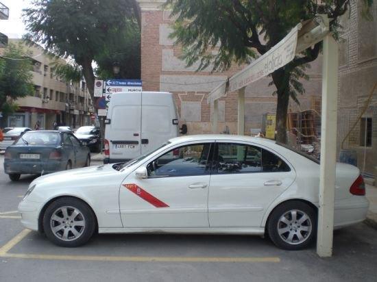 El alcalde elevar� una moci�n al Pleno para instar al Gobierno de la Naci�n a que se d� respuesta a las demandas de los profesionales del taxi, Foto 1