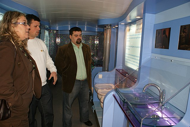 El Autobús del Agua de la Obra Social de la CAM visita Puerto Lumbreras - 1, Foto 1