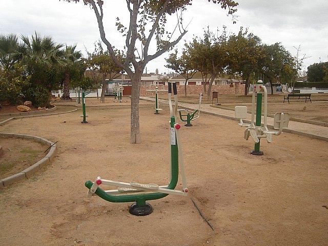 """La concejalía de Parques y Jardines instala """"un gimnasio"""" en el parque Los Ríos, de San Javier - 1, Foto 1"""