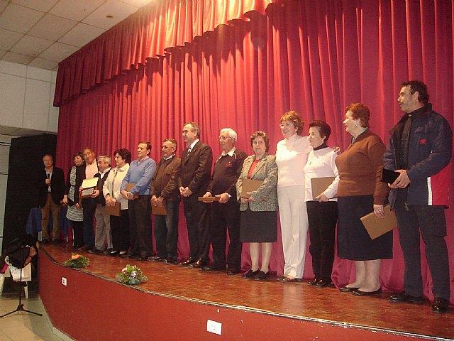 La Alcaldesa homenajea a los trabajadores jubilados y a los que cumplen 25 años de servicio en el Ayuntamiento durante el brindis de Navidad - 2, Foto 2