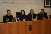 M�s de treinta agentes de la Polic�a Local vigilan las calles m�s comerciales de Totana con motivo de las compras de Navidad