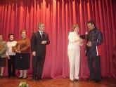 La Alcaldesa homenajea a los trabajadores jubilados y a los que cumplen 25 años de servicio en el Ayuntamiento durante el brindis de Navidad