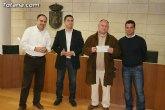 El Club Atletismo Totana y la Peña Madridista 'La Décima' hacen entrega a Cáritas del dinero recaudado en la carrera nocturna navideña