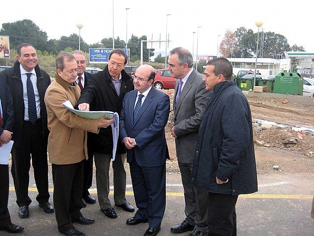 El Alcalde, el Delegado del Gobierno y el Secretario de Estado de Cooperación visitan varias obras del Fondo Estatal de Inversión - 1, Foto 1