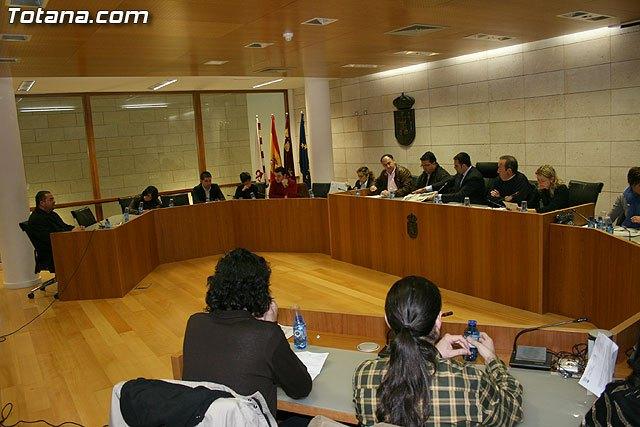 El Pleno aprueba instar al Gobierno de la Nación para que dé respuestas a las demandas reales de los profesionales del taxi - 1, Foto 1
