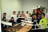 El Taller de Iniciación al Aeromodelismo congrega a numerosos alumnos