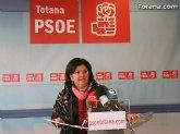 La concejal socialista Lola Cano ofreció una rueda de prensa para hacer una valoración del Pleno ordinario del mes de diciembre