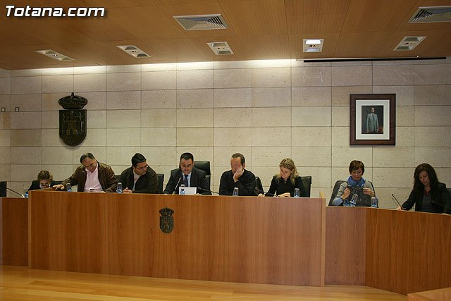 The mayor presented a motion in Parliament to support the sector of nuts