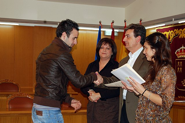 53 alumnos de los cursos de Fontanería, Informática y Auxiliar de Ocio y Tiempo Libre reciben sus diplomas - 1, Foto 1