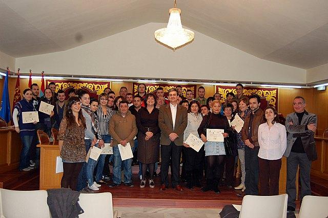 53 alumnos de los cursos de Fontanería, Informática y Auxiliar de Ocio y Tiempo Libre reciben sus diplomas - 2, Foto 2