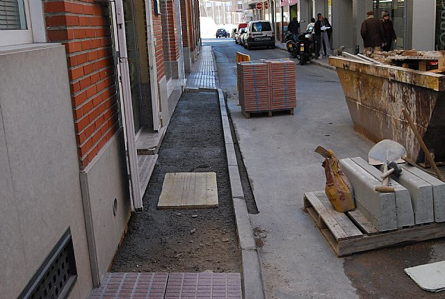 Starts the execution of the works to replace sidewalks at Santa Barbara