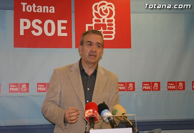 """The Socialists claim that """"the CP of Totana has been isolated from the institutions and their own organization"""""""