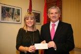 La Asociación contra el Cáncer recibe 1.300 euros de la San Silvestre