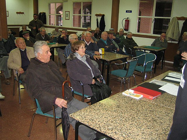 Organize briefings on the revaluation of the Pension 2010 in the Senior Centers of Totana and the Paretón