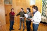 Los alumnos de los Talleres de Carpintería e Instalaciones de la ADLE reciben sus diplomas