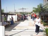 El mercado semanal de Lorquí se acomoda a su nueva ubicación