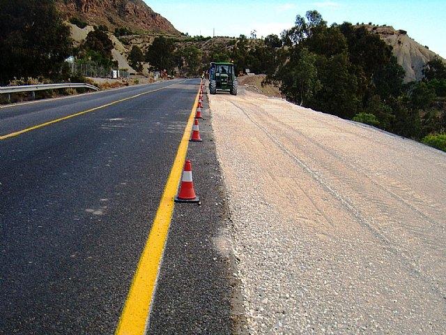 Obras Públicas amplía  con un tercer carril la carretera que conecta Blanca con la autovía A-30 - 1, Foto 1