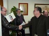 El Alcalde recibe a los dos profesores del I.E.S. Cañada de las Eras premiados con el segundo premio del Concurso Internacional de Relojes de Sol